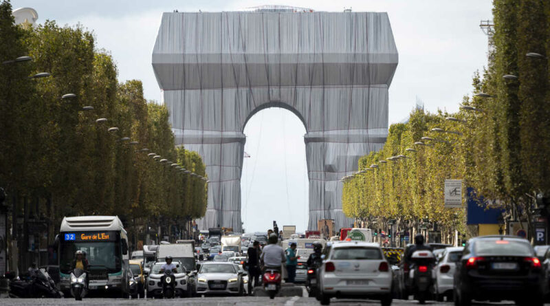 Packaging of the Arc de Triomphe, Christo's last monumental project in Paris